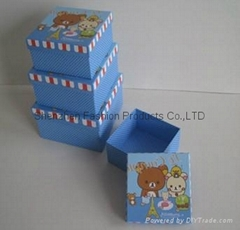 Packing Gift  Boxes with Ribbon
