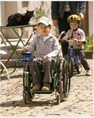 儿童電動輪椅