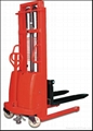 0.8~2.0t Semi-Electric Pallet Stacker
