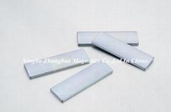 rectangular magnet and permanent magnet