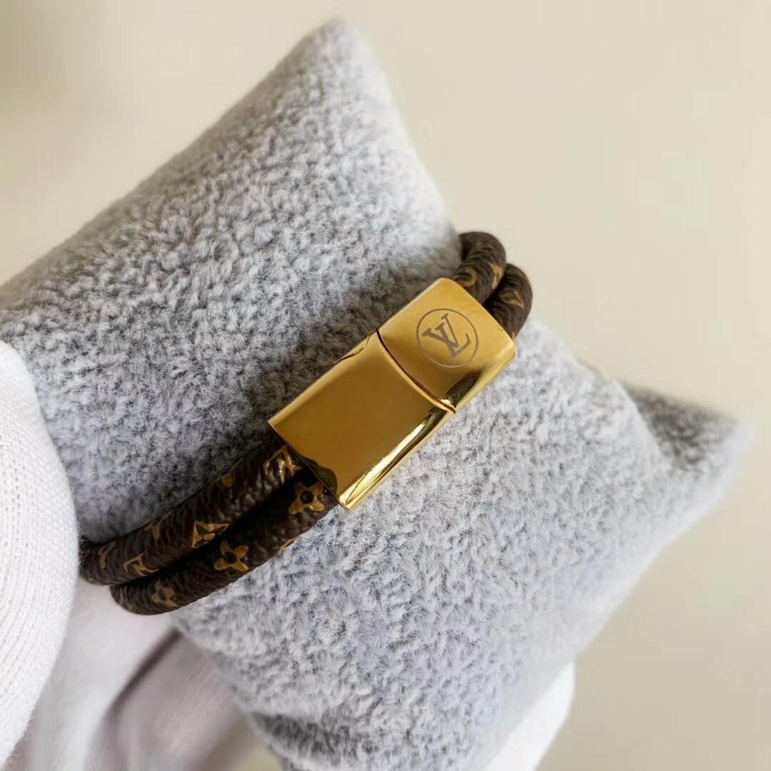 LV bracelet with lock adjustable circle 7