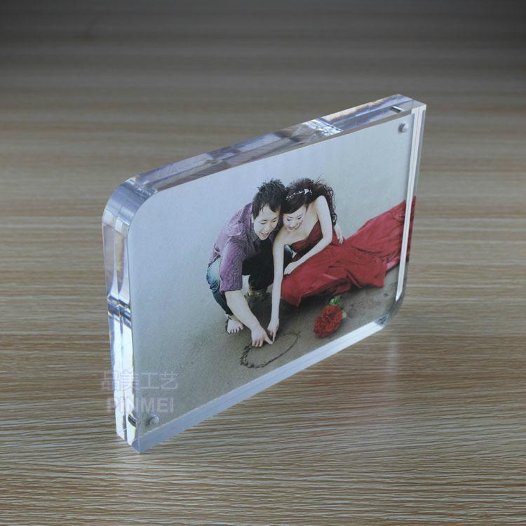 高檔透明亞克力磁鐵弧角7寸相框 4