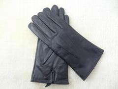 Wholesale women wearing leather gloves
