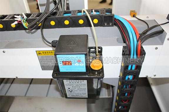 Auto lubrication system, convenient for machine lubrcating.