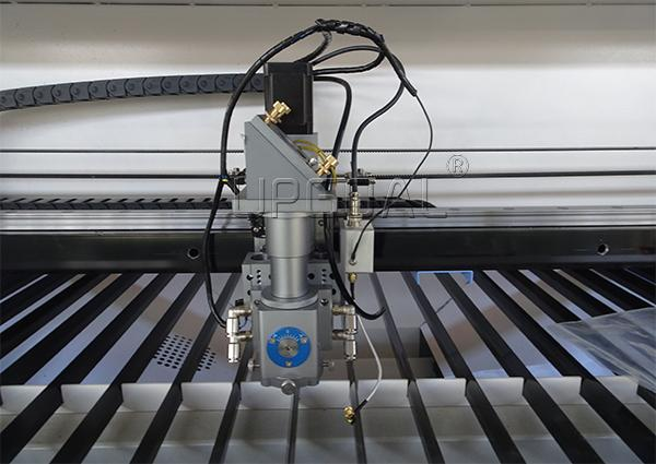. With auto height controller for laser head, can track the metal material surface and adjust suitable focus length, ensuring the cutting quality.