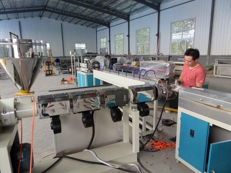 PVC Fiber Reinforced Soft Pipe/Garden Hose Production Line 1