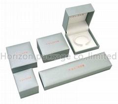 Plastic jewelry box for bracelet