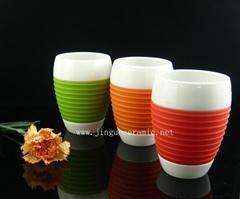 Ceramic porcelain coffee mug with silicone sleeve