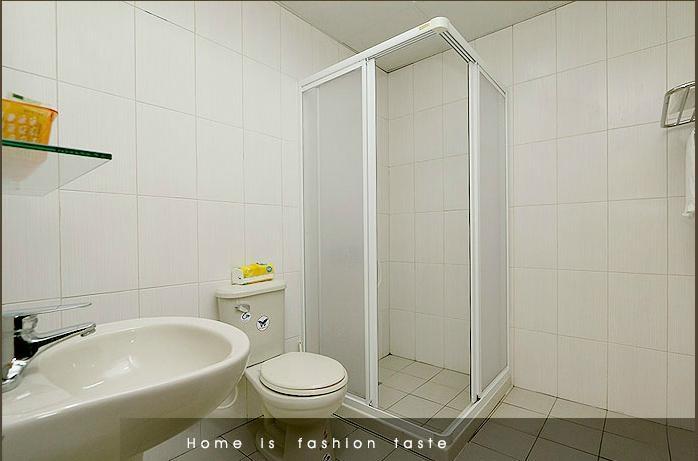 Green earth room 1