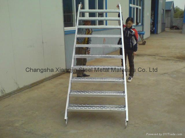 Ladder Scaffold System : Scaffolding step ladder 'x stairs with guardrails