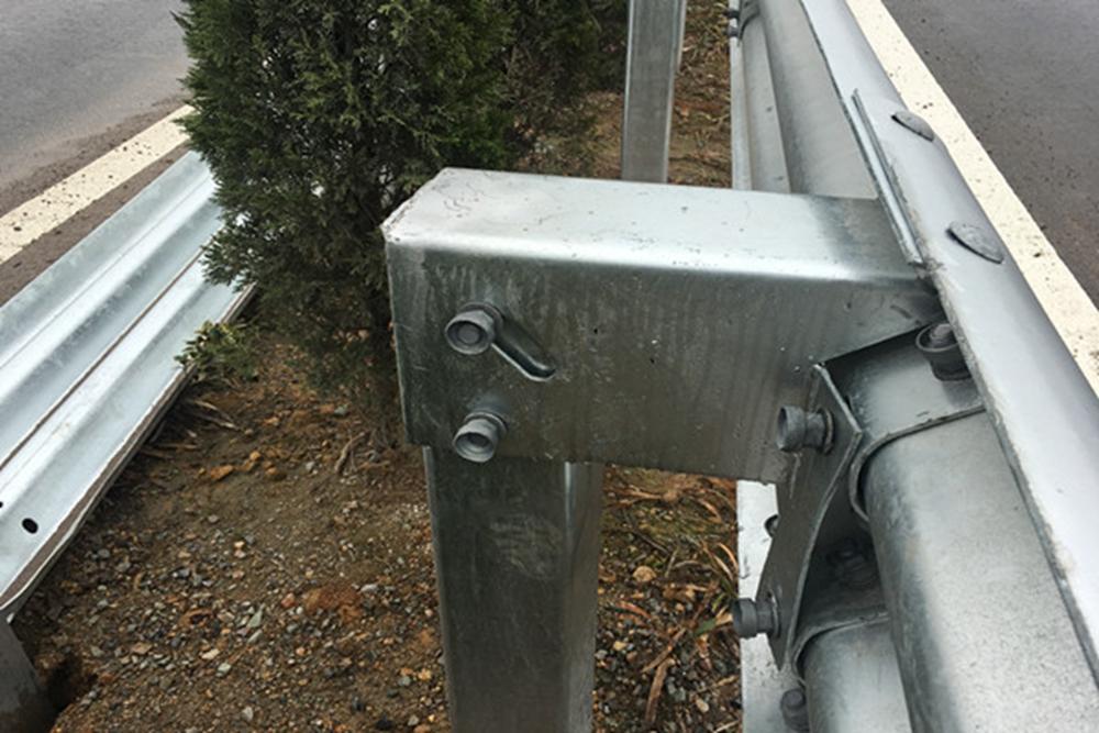 Thrie-beam Highway Guardrail