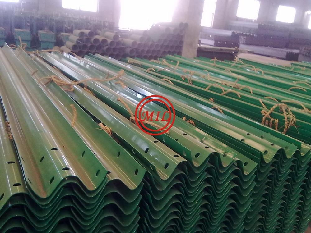Green Painted W-beam Highway Guardrails