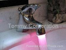 LED发光水龙头 2