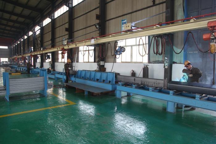国标单梁起重机端梁拼装焊接线