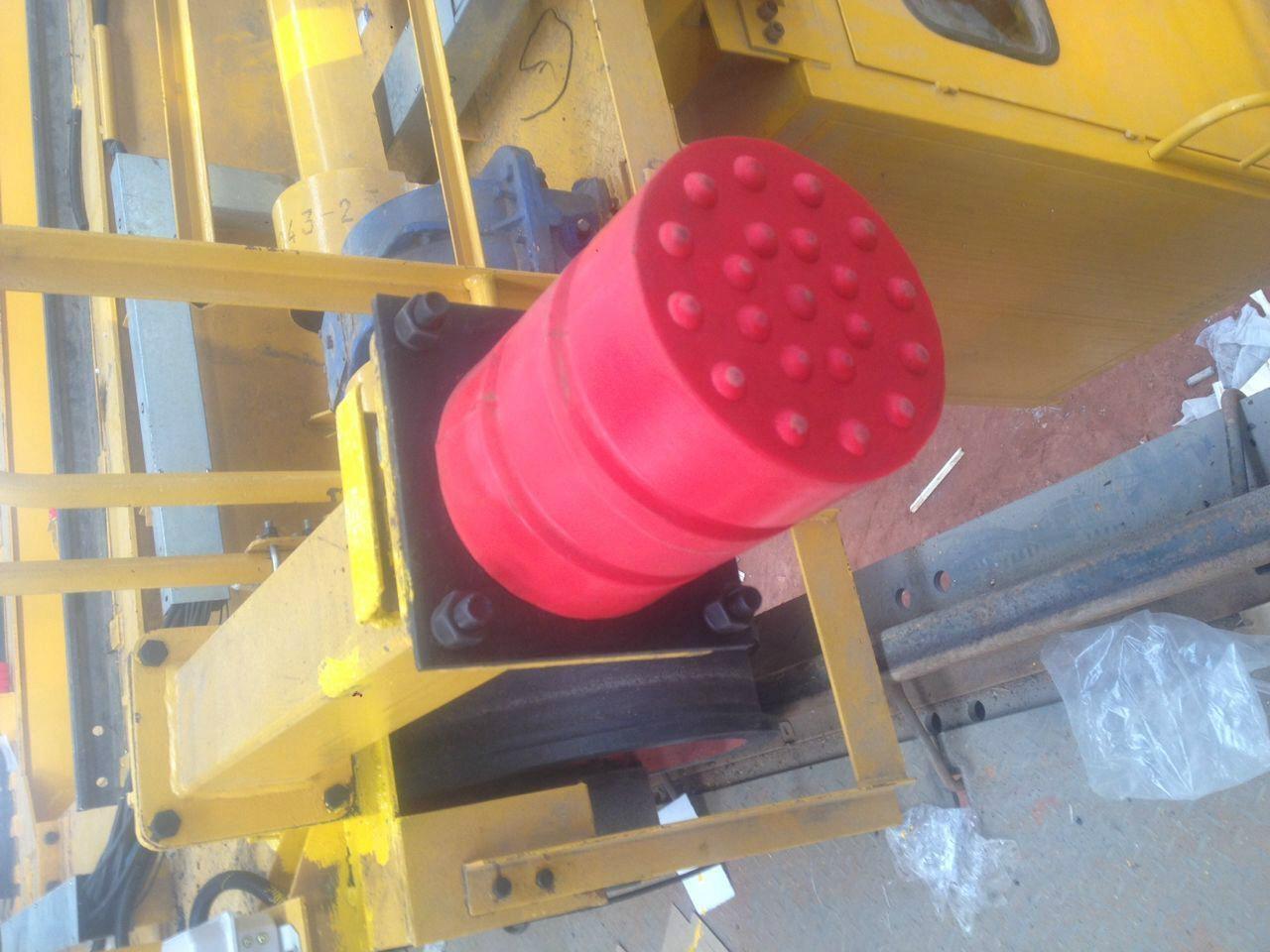 安装在起重机上的聚氨酯防撞器