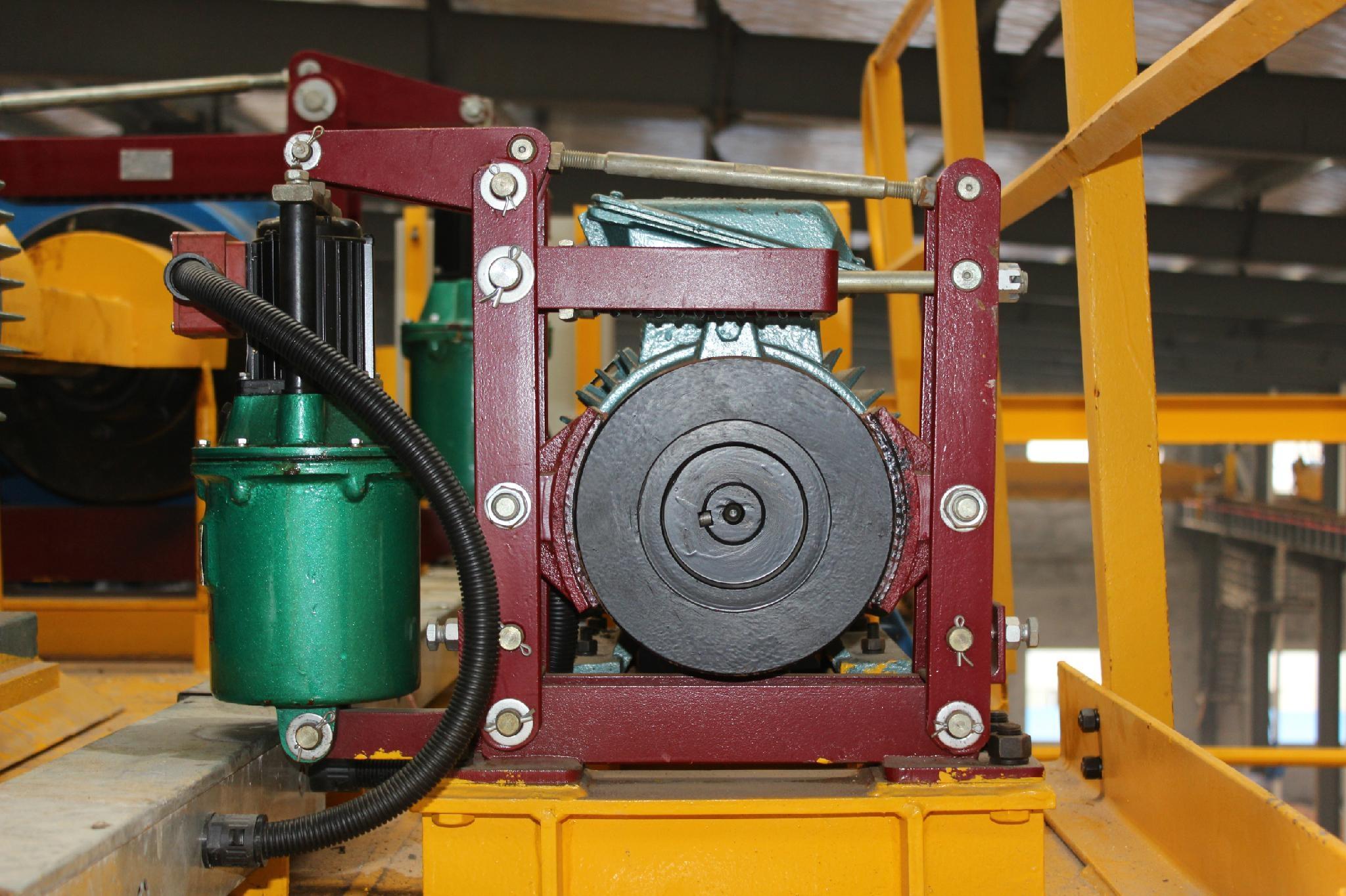 液压制动器安装在起重机上面