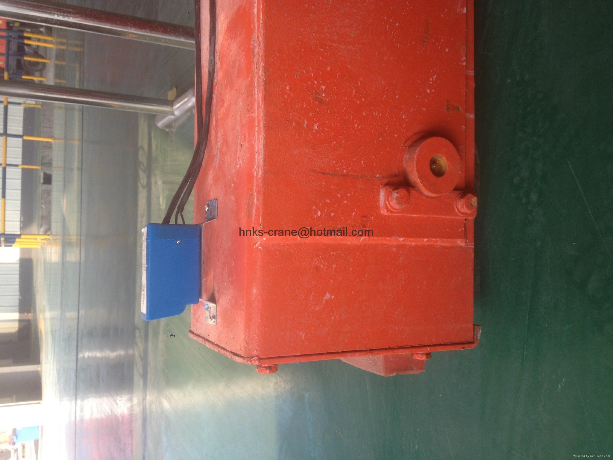 矿源起重机多功能防撞器应用在半门式起重机上