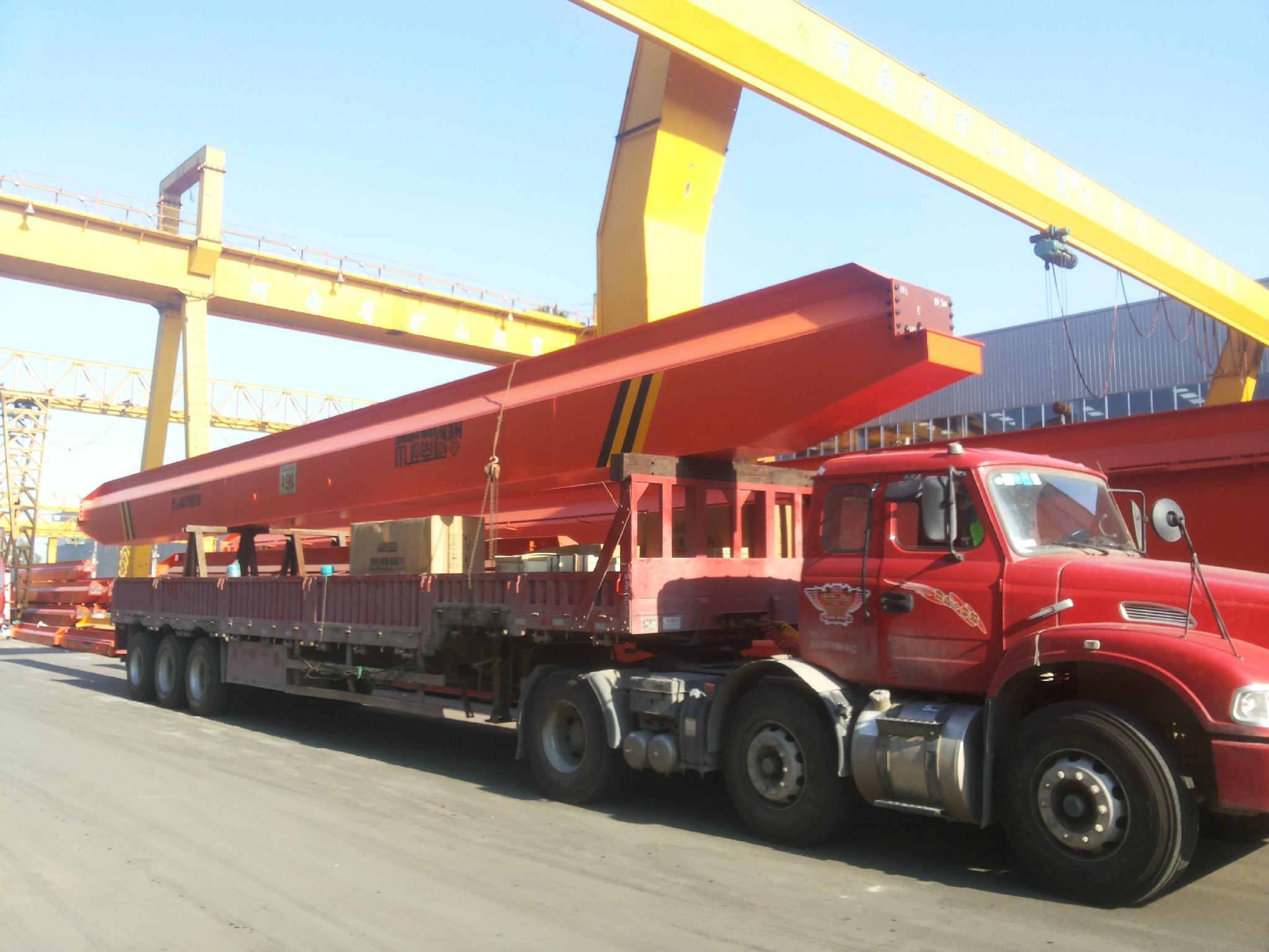 装车完毕整装待发的电动单梁起重机--河南省矿山起重机有限公司