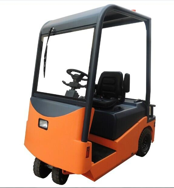 XT60 Electric Tow Tractor 1