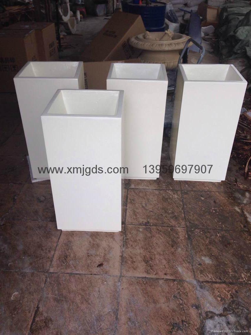 Glass spray of molten steel box 4