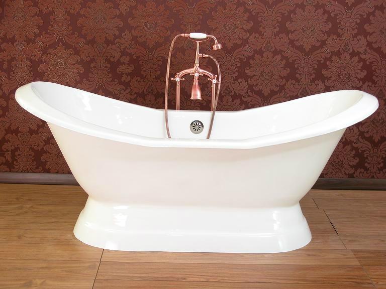Double Slipper Bath on Plinth 1