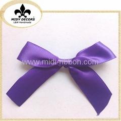 Handmade ribbon bow for packaging