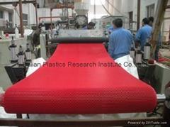 PVC 六角形镂空防滑地垫生产线