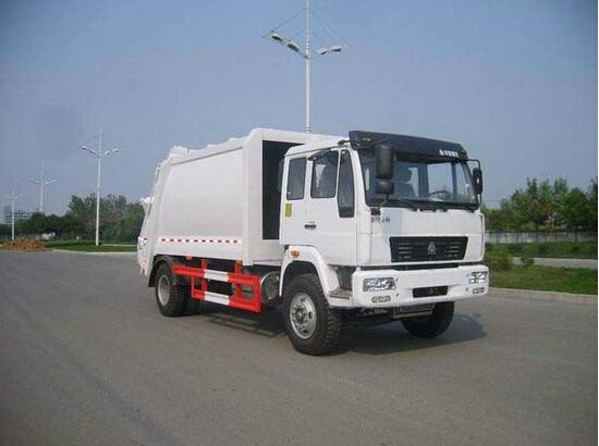 SINOTRUK HOWO 4X2 Garbage Truck 1