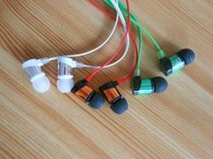 批发新款彩色带麦金属入耳式耳机