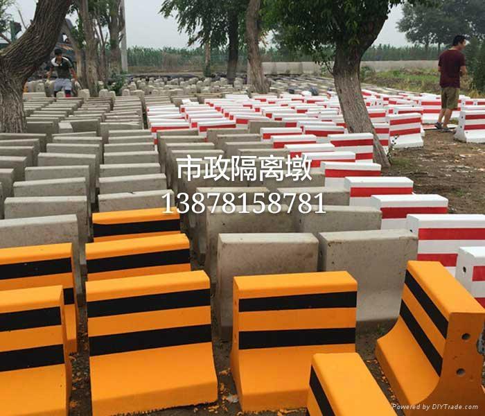 廣西南寧廠家直銷水泥隔離墩 3