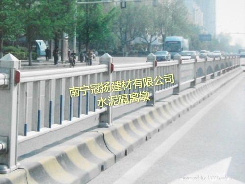廣西南寧廠家直銷水泥隔離墩 4