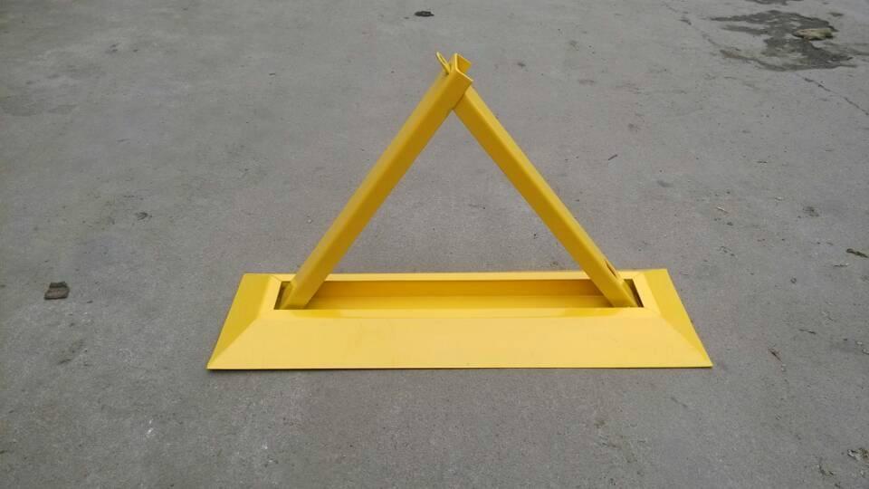 供應三角型防壓車位鎖地鎖 1