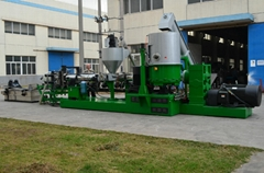 Plastic recycling machine and granulator