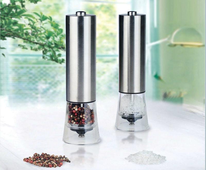 kitchen salt or pepper grinders 1