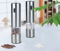 Battery operated salt or pepper mills