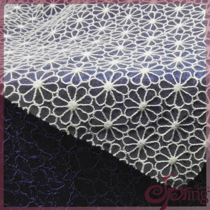 Netting lace embroidered with cotton thread 3