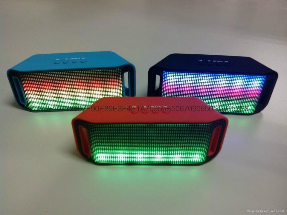 LED彩燈藍牙音響 1