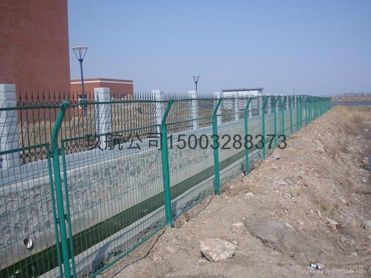 高速公路护栏网 1