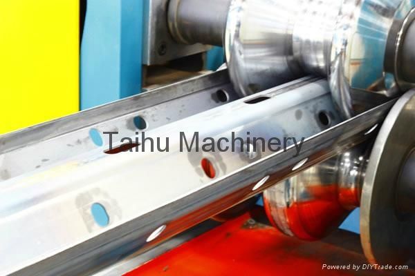 China Top Quality Highway Guardrail Roll Forming Machine 2