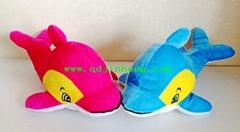 藍色和粉色填充海豚