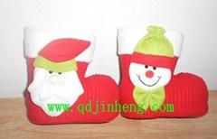 红色植绒圣诞靴子配动物头装饰品