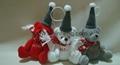 坐姿熊配圣诞帽和围巾