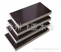 棕色建築覆膜板