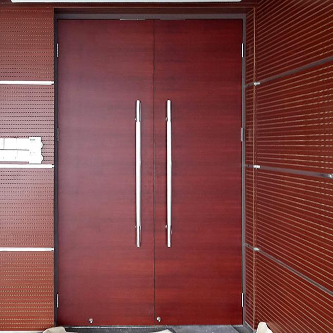 會議室用橫紋木皮烤漆雙開門 1