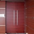 會議室用橫紋木皮烤漆雙開門