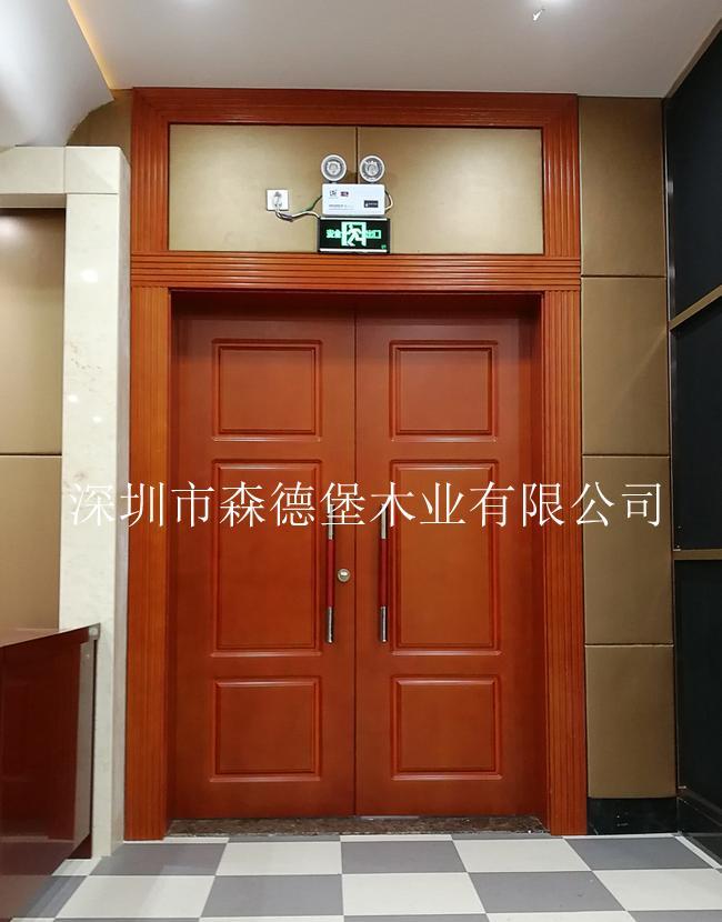 會議室用橫紋木皮烤漆雙開門 5
