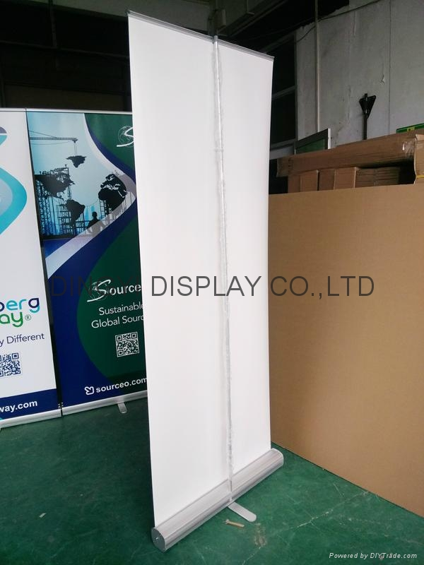 Roll up banner standee  3