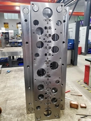 Injection mold double co
