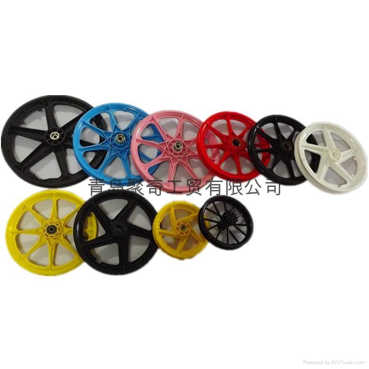 供应塑料轮毂  1
