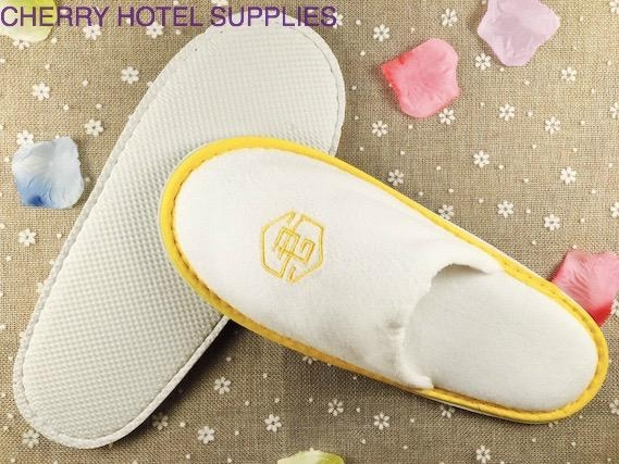 Velour custom indoor guest hotel slippers embroidary logo 4